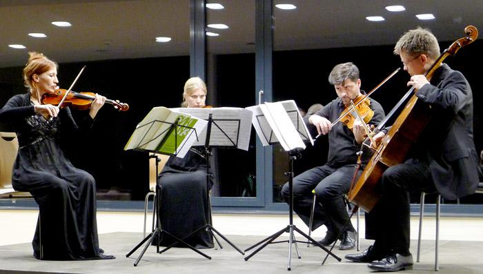 Das Chareau Quartett spielte zugunsten der Stiftung: Mariane Vignand (1. Violine) · Fanny Fröde (2. Violine) ·Gabriel Tamayo (Viola) · Ulrich Horn (Cello)